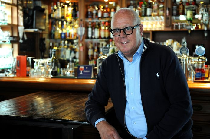 Jac Wezenbeek kwam tot vier keer toe met voorkeursstemmen namens de VVD in de Roosendaalse gemeenteraad. In 2018 kwam het tot een breuk tussen hem en de liberalen, hij ging solo verder. Voor de verkiezingen van 2022 sluit hij zich aan bij 50PLUS.