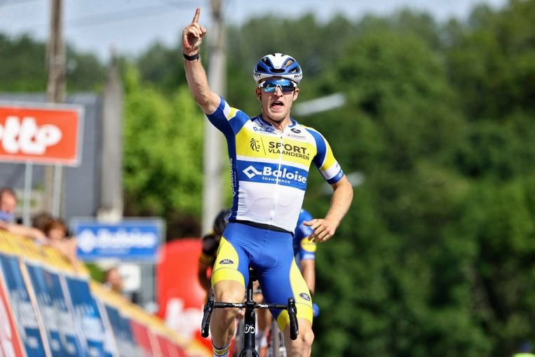 Robbe Ghys won de etappe in de sprint. Beeld Photo News