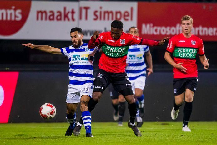 16 september 2019: De Graafschap-linksback Jordy Tutuarima (links) in duel met NEC'er Jonathan Okita.