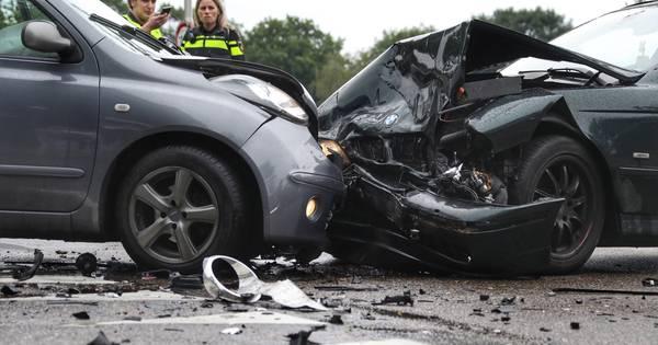 Flinke schade na botsing in Oss, één vrouw gewond.