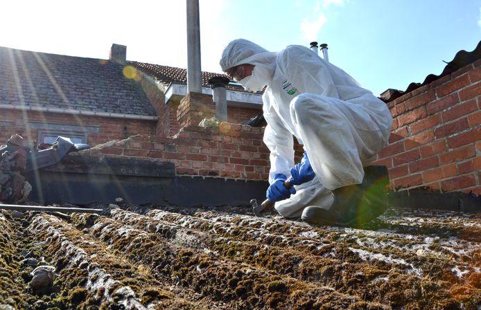Nog in heel wat gebouwen hebben nog een asbest dakbedekking.
