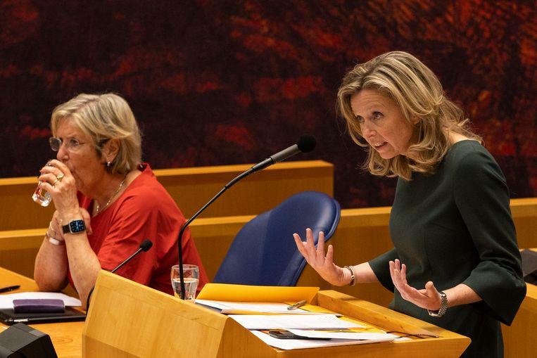 Oud-verkenners Kajsa Ollongren en Senator Annemarie Jorritsma tijdens het debat in de Tweede Kamer. Beeld AP