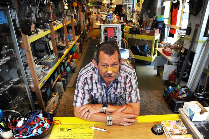 Vanwege gezondheidsproblemen van uitbater Peter van Loon en zijn partner gaat kringloopwinkel Marktkraampje dicht.