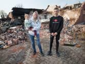 Angela redt zoontje (4) uit brandende boerderij, maar moet toekijken hoe huis en knuffels in rook opgaan