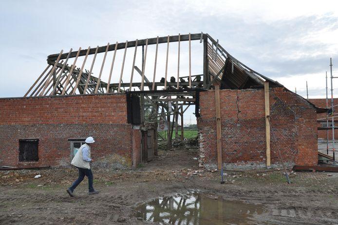 En uiteindelijk stortte het grootste deel van het dak ook in.