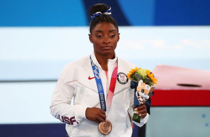 Biles met haar bronzen medaille.