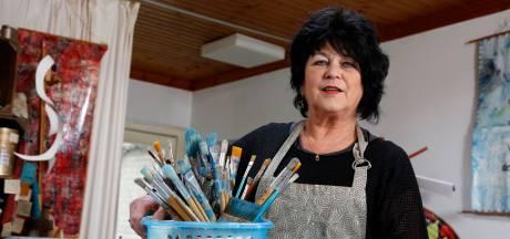 Iedereen mag mee komen schilderen in atelier Sia Braakman in Philippine