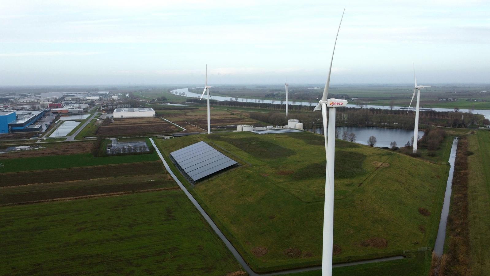 Bij het Ecopark in Waalwijk staan al vier windmolens.