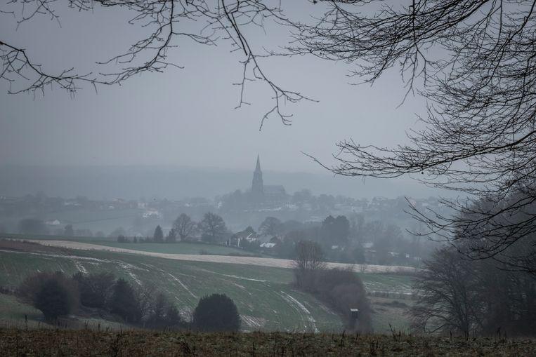 Een winters uitzicht op het golvende Zuid-Limburgse landschap. Beeld Jonathan Vandevoorde