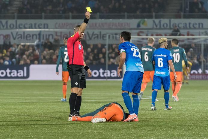 Pelle Clement kreeg tegen Ajax zijn vijfde kaart van het seizoen, na een overtreding op Nicolas Tagliafico. Daardoor is de captain automatisch geschorst voor het eerstvolgende competitieduel: FC Twente uit op zondag.