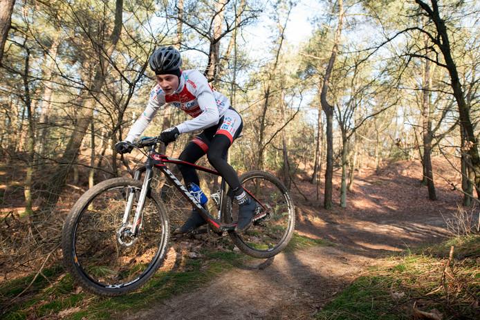 Mathieu Van der Poel op de mountainbike, een discipline die hij mogelijk als eerste laat vallen.