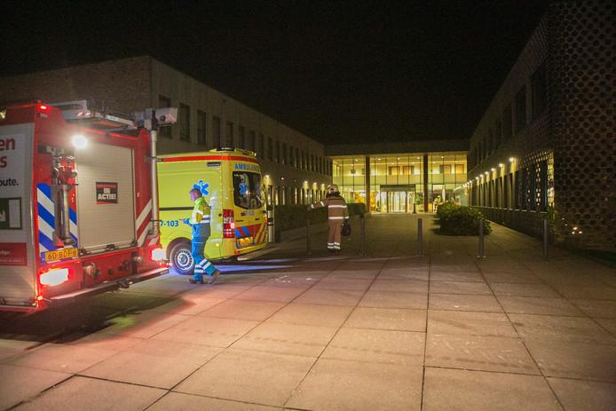 De brandweer en ambulance ter plaatse bij het gebouw van Pro Persona.