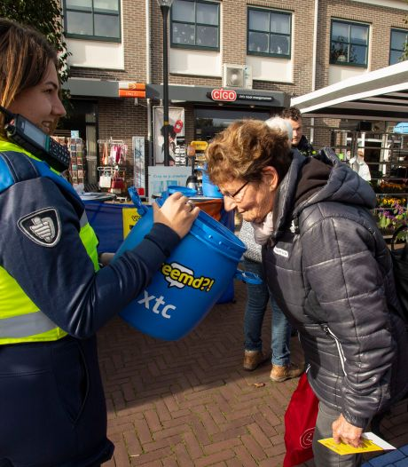 Snuffelen aan drugs op markt in Borculo: 'Wilt u ook even xtc ruiken?'