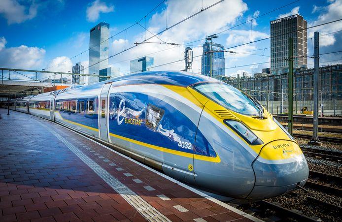 De Eurostar op Rotterdam Centraal.