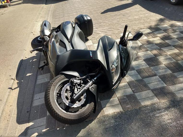 De Antwerpse politie heeft zondagmiddag een motorrijder ingerekend na een korte achtervolging.