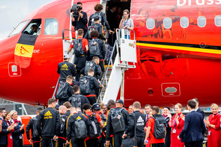 fotoreeks over Rode Duivels zijn opgestegen richting Rusland