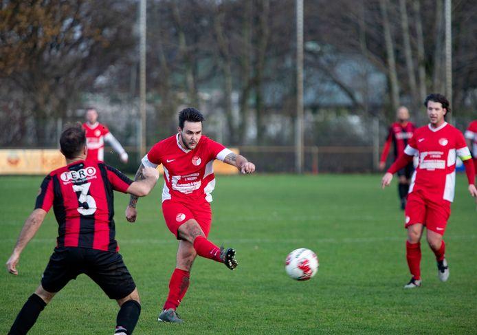 Beeld tijdens de derby tussen Helmondia en RKPVV (2-2), waar in de slotfase de vlam in de pan sloeg.