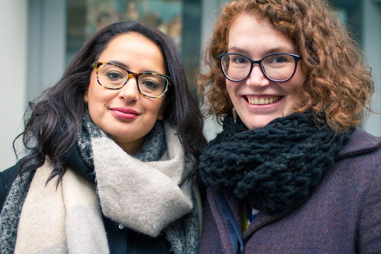 Malikka Bouaissa en Stefanie Van de Peer. Beeld Jaana Hombroux