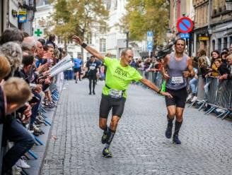 IN BEELD. Zwoegen in een fantastisch decor. Met 5.000 wagen ze zich aan halve of hele marathon door Brugge