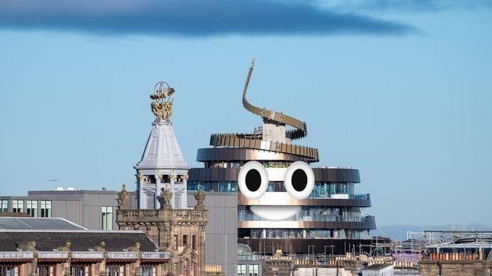 """Le W Hôtel à Édimbourg comparé à l'emoji """"caca"""" des smartphones."""