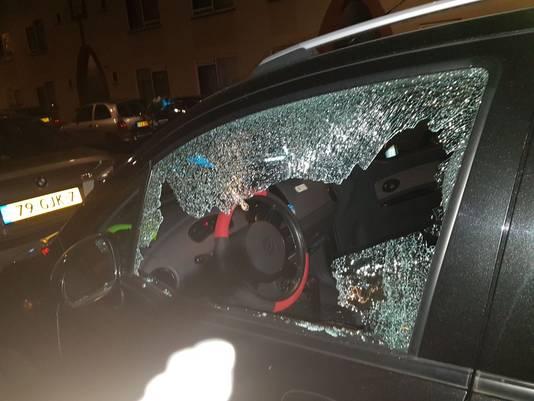 Schade aan de auto van de Duindorpse Marina.