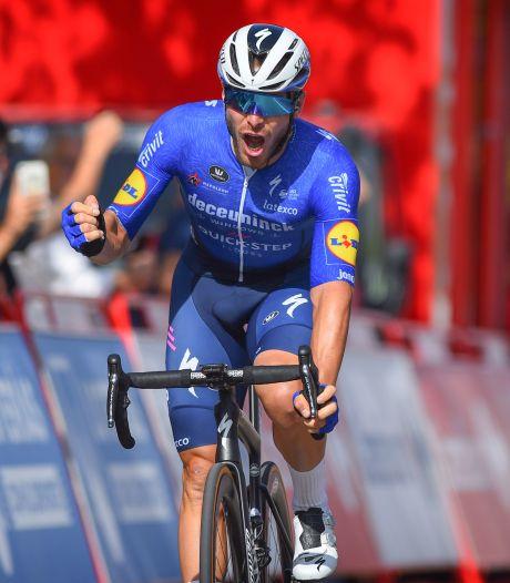 Jakobsen ontbreekt in slotfase: ploegmaat zorgt alsnog voor ritzege in Vuelta