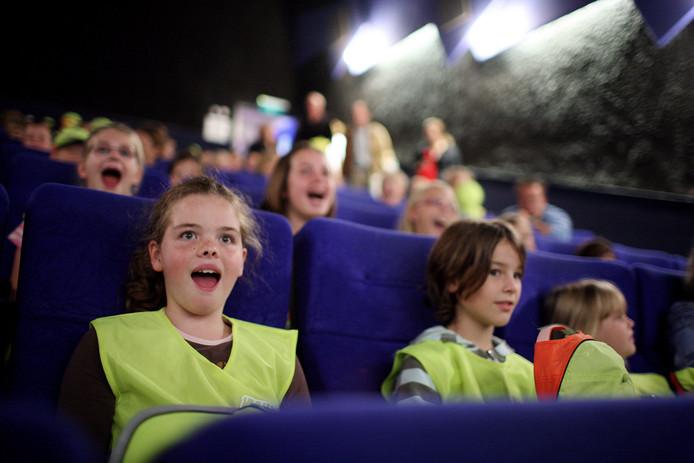 Een filmpje pakken in de bioscoop. Archieffoto Jan van den Brink