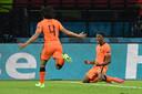 Denzel Dumfries schreeuwt het uit na zijn 3-2 voor Nederland tegen Oekraïne.