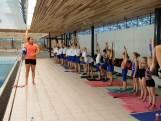 'Kromo' komt Nijmeegse zwemmertjes les geven