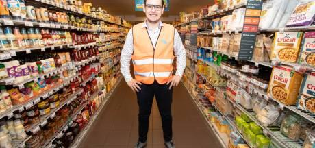 Björn (25) uit Vorden is supermarktbaas, voogd voor zijn zusje en bewindvoerder voor zijn moeder: 'We doen het samen'