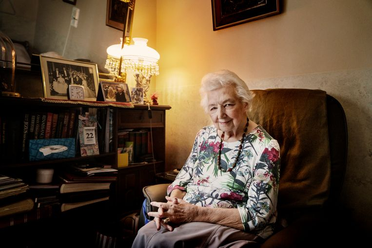 Marguerite (85) in haar kamer in rusthuis Tempelhof: 'Ik zal wel wachten tot ze mij komen halen. Maar sommigen kijken er echt naar uit om te sterven.' Beeld Eric de Mildt