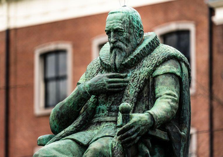 Een standbeeld van Johan van Oldenbarnevelt.  Beeld Foto Freek van den Bergh
