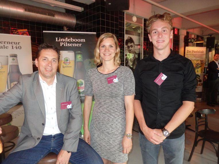 John Korsten, Renee Janssen en Tommie van der Goes van Ruyghveen. Echte turfstekersdroogworst uit de Peel. Nieuw: in een sigarendoos Beeld Schuim