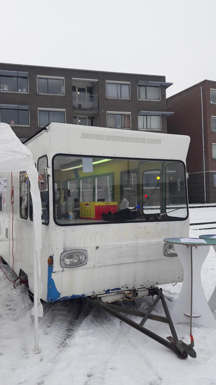 In een oude bus kunnen bezoekers zien hoe The Smart Square eruit moet gaan zien