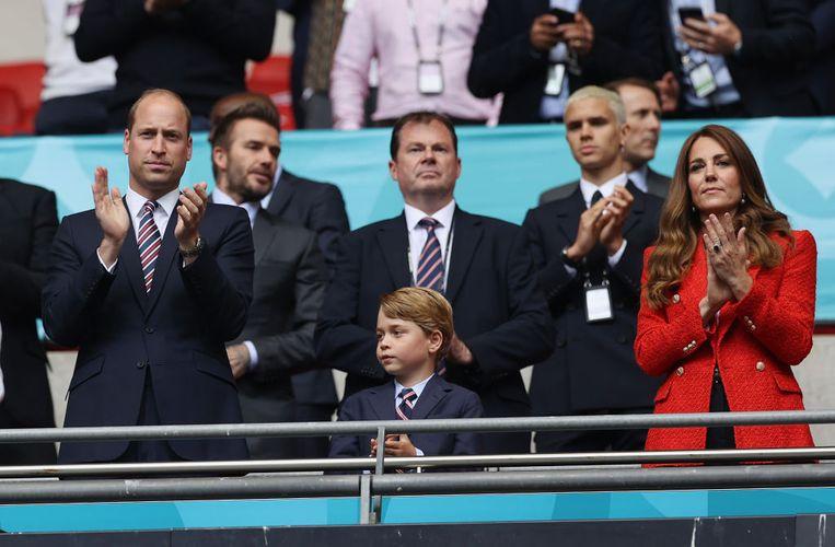 Kate Middleton met prins William en hun zoon prins George in het voetbalstadion. Beeld The FA via Getty Images