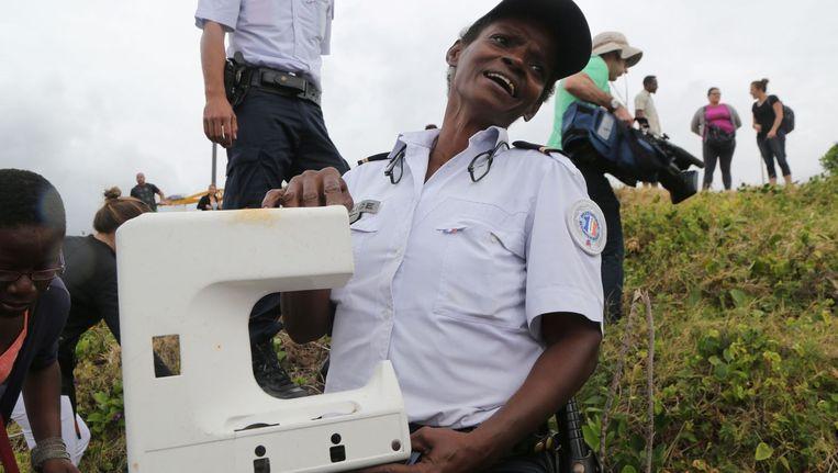Een stuk van een vliegtuigraam of van een naaimachine? Op het eiland Réunion denkt zowat iedereen iets te hebben gevonden van de verdwenen Boeing 777.