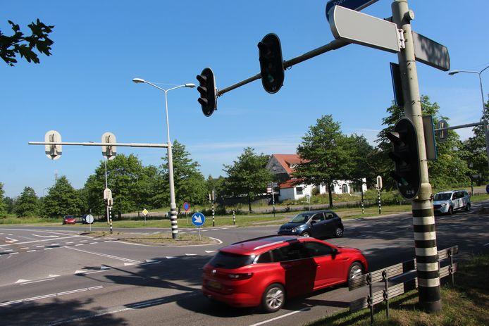 De provincie Overijssel wil als nieuwe wegbeheerder de kruising van de N768 omvormen tot rotonde.