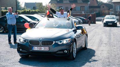 """VIDEO & FOTO'S. """"Gouden Benny"""" als een held  onthaald in z'n Oostheuvel"""