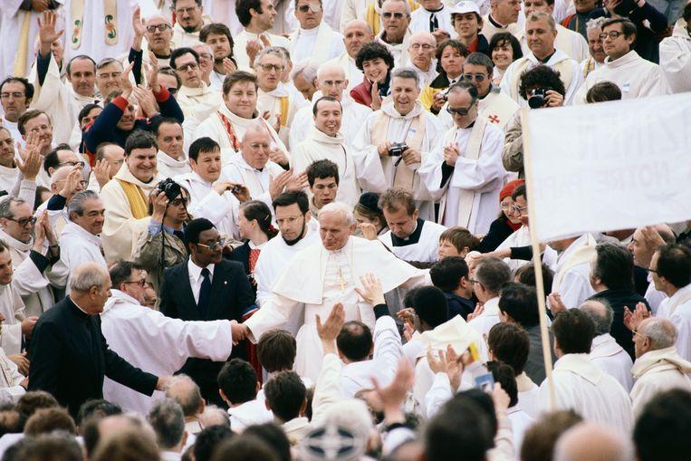 Paus Johannes Paulus II tijdens zijn bezoek aan Duitsland (1980). Beeld Getty