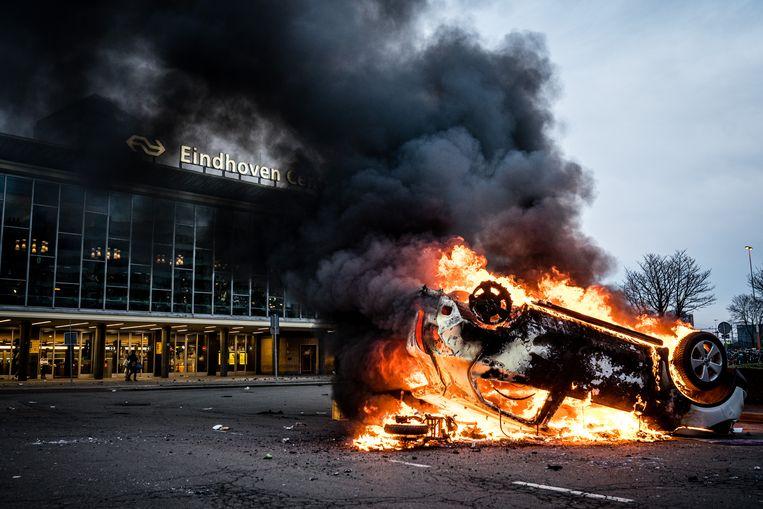 Het Stationsplein in Eindhoven tijdens de rellen van 24 januari. Beeld ANP