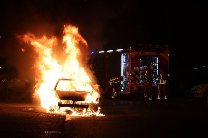 Aan het einde van nieuwjaarsnacht is in de wijk Kamelenspoor in Maarssen een Belgische Volkswagen GTI in vlammen opgaan. De brand werd rond 05.40 uur ontdekt nadat buurtbewoners wakker werden van harde knallen.