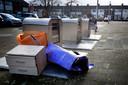 Afval naast de containers in Leerdam.