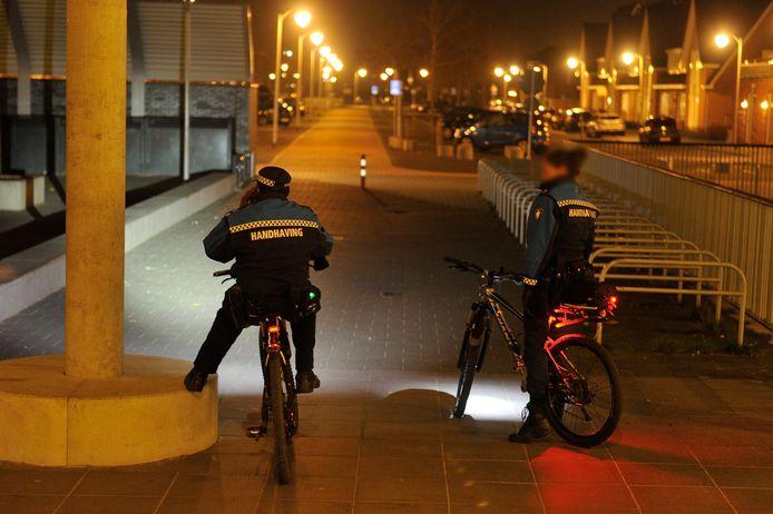Boa's op avondpatrouille in de Amersfoortse wijk Vathorst.