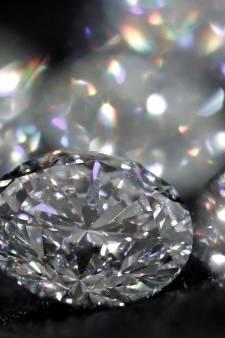 Vrouw (60) verwisselt diamanten ter waarde van 4,8 miljoen euro met kiezels