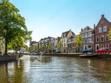 Landskampioen ZZ Leiden gehuldigd met rondvaart in binnenstad