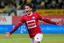 Etien Velikonja juicht na een goal namens Willem II in 2017.