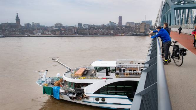 Passagiers gestrand cruiseschip opgevangen in stadhuis Nijmegen, vervangend vervoer onderweg
