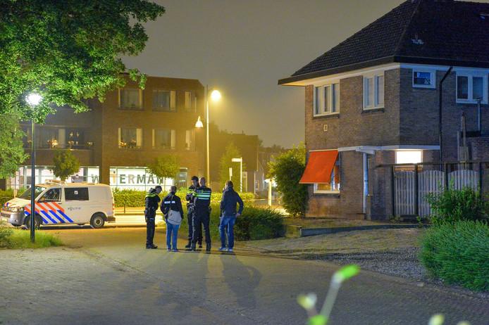 De politie deed vorig jaar uitgebreid onderzoek bij de woning aan de Deventerstraat in Apeldoorn.
