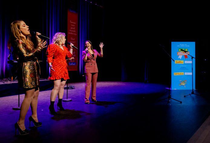 Koningin Maxima  in Roermond voor de viering van nieuwe en bestaande afspraken voor structureel muziekonderwijs op basisscholen in Limburg en Brabant  bijgewoond. Naar aanleiding van de campagne '50dagenmuziek' van Meer Muziek in de Klas presenteerden de provincies nieuwe initiatieven en muziekakkoorden om meer muziekonderwijs in het lesprogramma van de basisschool op te nemen.