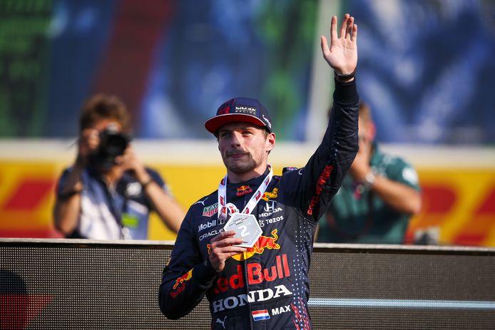 Max Verstappen reprend deux points à Lewis Hamilton et s'élancera en première position dimanche.